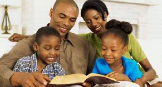 Le rôle de la famille dépasse la question spirituelle ; le rôle de l'Église va plus loin sur le plan spirituel