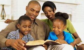 http://www.prechemoi.com/images/child/lire-la-bible-en-famille.jpg